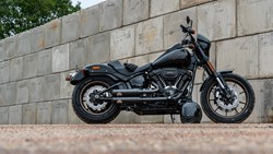 "Bild von Jekill & Hyde  E4 ""Shorty"" SCHWARZ / Softail EIGHT LOW-RIDER S 114 ab 2020"